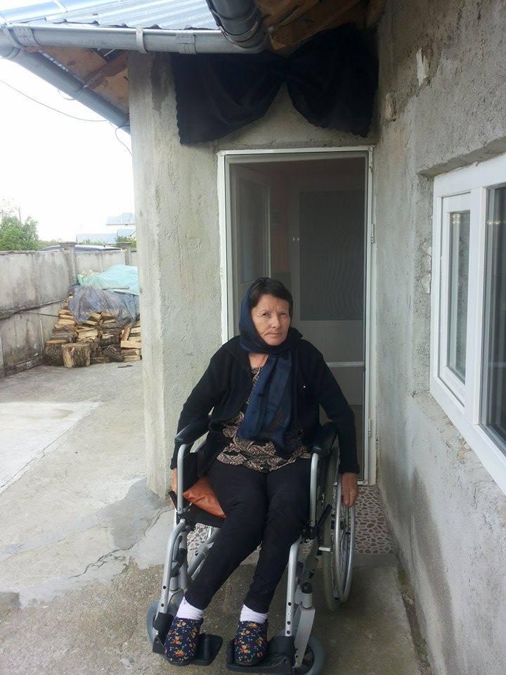 Doamna Maria Gadescu (55 de ani), imobilizată în scaun cu rotile, ne cere din nou ajutorul