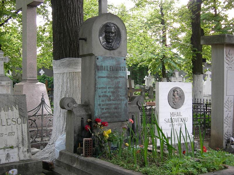 800pxEminescu_grave