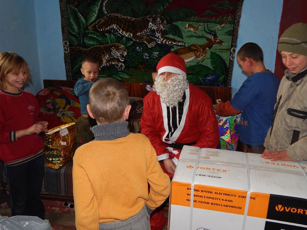 Cadouri de Crăciun pentru 400 de copii din Arhiepiscopia Iașilor