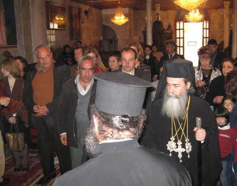 poporul-ortodox-al-gazei-i-a-facut-o-calduroasa-primire-pf.jpg
