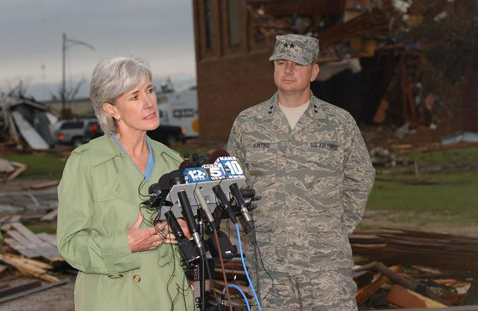 kansas-governor-kathleen-sebelius-addresses-the-media-regarding-the-greensburg-tornado-msgt-angel-acosta.jpg