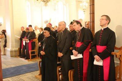 rugăciuni în comun în timpul Liturghiei în Cipru. 2JPG