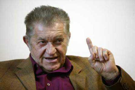 DOREL VISAN IN APARAREA LUI MENCINICOPSCHI/ Adevarul despre HIV/ Ni se pregateste un nou val isteric?/ CAND LEGUMELE NE MANANCA PE NOI/ Cataloage pentru homofobi si cum se leaga federalismul european de impunerea legislatiei pro-gay (STIRI SANATATE SI FAMILIE 5-9 MARTIE 2010)
