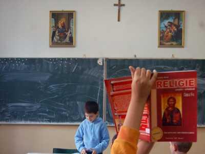 DOREL VISAN si MANUELA HARABOR sustin predarea religiei in scoala <i>(video)</i>/ INSCRIEREA LA ORA DE RELIGIE – O MARTURISIRE!/ IPS Ioan Selejan: <i>o stafie vrea sa-l scoata pe Hristos din scoala</i>/ CONTRADICTIILE DECIZIEI CCR: SCHIMBAREA INSCRIERII LA ORA DE RELIGIE PE ANUL IN CURS E ILEGALA