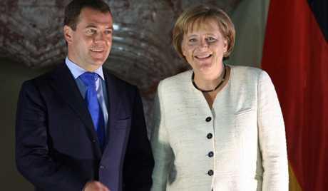 """Stiri si recomandari din VREMEA CAND <i>""""INIMILE OAMENILOR S-AU FACUT DE FIER""""</i>/ DRUMUL SPRE DICTATURA SI PERSECUTIE DE STAT in Romania – larg deschis prin noua strategie CSAT! LIBERTATEA PRESEI SI A INTERNETULUI LA UN PAS DE DISPARITIE (21-23 iunie 2010)"""