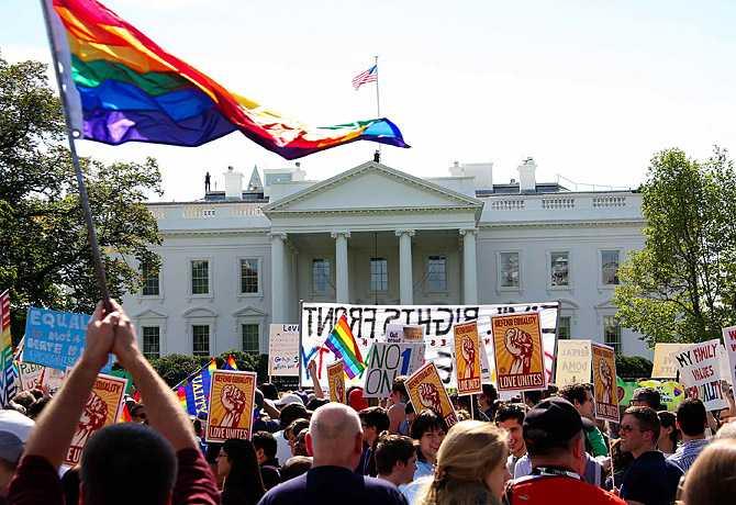 Barack Obama, agresiv pro-gay: combate legea federala care interzice casatoria intre homosexuali