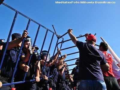 Sindicatele ameninta cu proteste violente pe tema noului Cod al Muncii