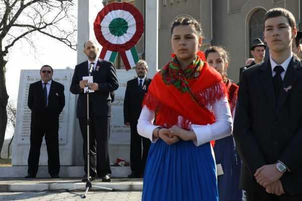 Parlamentul Romaniei sarbatoreste ziua nationala a… Ungariei!