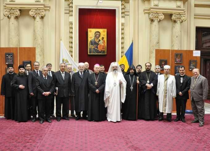 FOTOGRAFII, DECLARATII SI ASOCIERI SIMBOLICE… <b>Patriarhul Daniel, in plina ofensiva de avangarda a ecumenismului antihristic</b>. La Consiliul Europei, face apel la o educatie in spirit ecumenist. IN ROMANIA, PATRIARHUL A COORDONAT INFIINTAREA  <i>CONSILIULUI CONSULTATIV AL CULTELOR</i>
