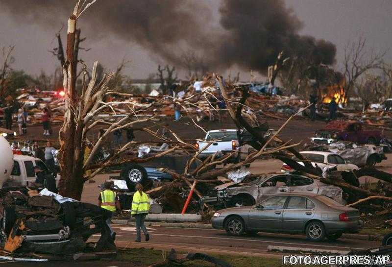 "VIDEO SI FOTO: ""Apocalipsa in SUA"" – TORNADA CARE A DEVASTAT ORASUL JOPLIN DIN MISSOURI"