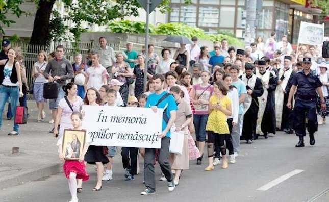 """1 IUNIE – Studentii ortodocsi ieseni si PROVITA MEDIA profita de """"ziua copilului"""" ca sa atraga atentia asupra uciderii pruncilor NENASCUTI"""