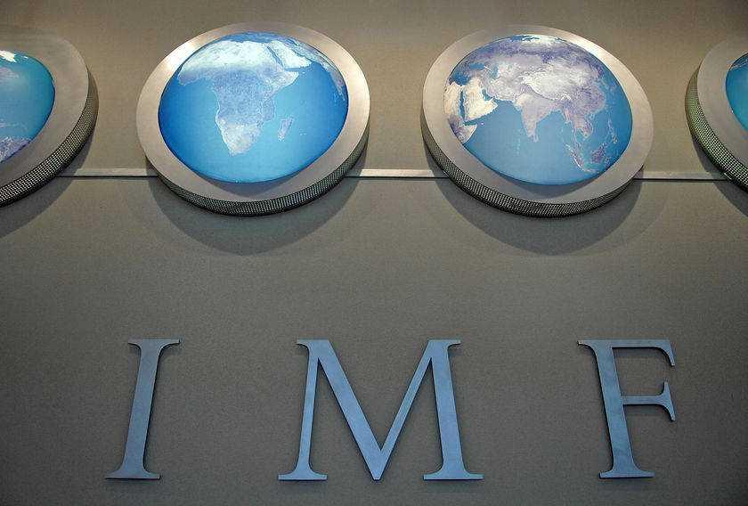 """""""PREVIZIUNILE"""" FMI: <i>SUA ESTE BINE, PERICOLUL VINE DE LA MICILE TARI DIN PERIFERIA ZONEI EURO</i>/ Despre minciuna """"revolutiei creditelor"""" facuta de BNR si <b>cum joaca banca nationala in favoarea multinationalelor!</b>"""