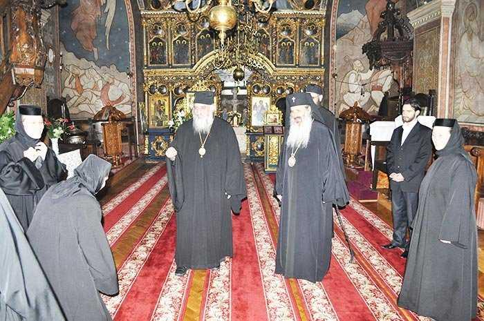 "SE VA SPARGE TOTUSI MITROPOLIA CLUJULUI SUB PRETEXTUL UNEI REORGANIZARI?/ Mitropolitul rus Ilarion critica nucleul patriarhiilor ""eline""/ BISERICA ISTORICA DIN KOSOVO – DISTRUSA SI PROFANATA (<i>Stiri religioase iunie 2011</i>)"