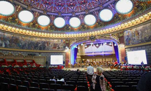 MASONERIA ROMANA DA PREMII, intr-o ceremonie fastuoasa pazita de… forte de ordine publice