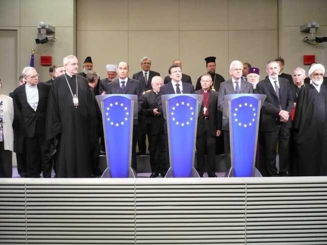 """DIN CATEGORIA """"ZIDARILOR"""" EUROPENI: Intalnirea """"liderilor religiosi"""" cu sefii institutiilor europene in numele unei… credinte comune: a tolerantei si a democratiei… CE AVANTAJ STRATEGIC IN BENEFICIUL U.E. ARE DE ADUS BISERICA, DUPA MITROPOLITUL NIFON?"""