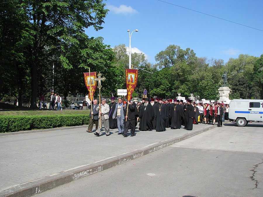 12 manastiri si mii de mireni ce apartin Mitropoliei Moldovei (Patriarhia Rusa) protesteaza fata de PROCESUL DE CODIFICARE FORTATA  A TUTUROR PAROHIILOR SI MANASTIRILOR