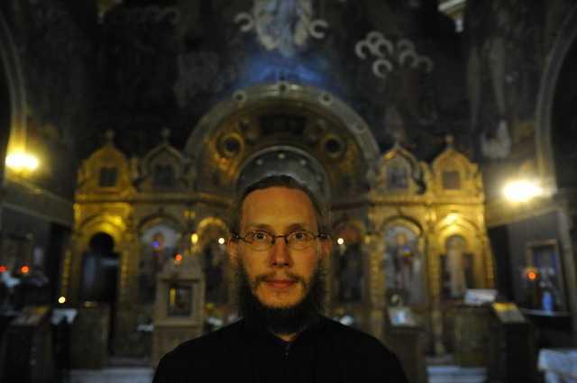 PARINTELE JOHN DOWNEY, un american la Bucuresti, la Biserica Rusa. Povestea unei convertiri la ortodoxie si la… Romania