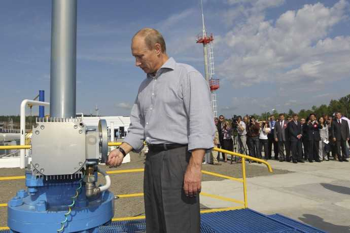 putin-opens-a-valve-during-opening-ceremony-for-t