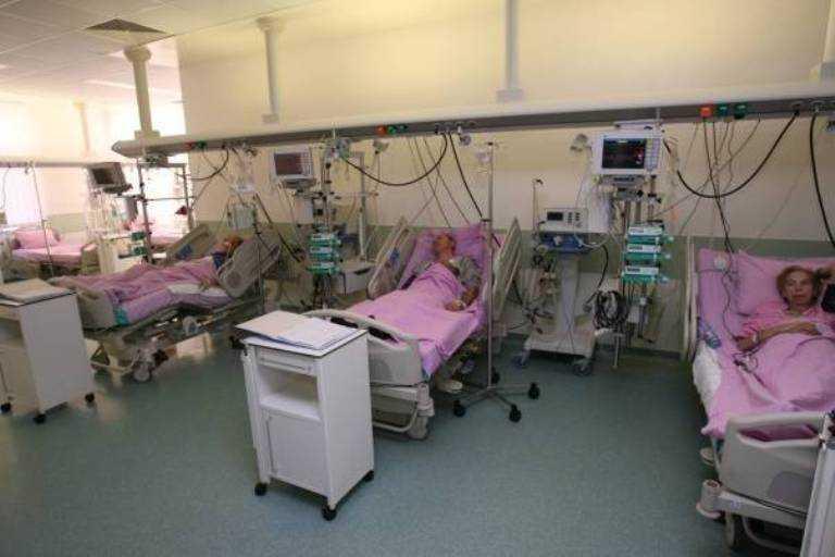 100 000 de bolnavi de cancer ar putea ramane fara tratament, ca sa faca economie Ministerului Sanatatii