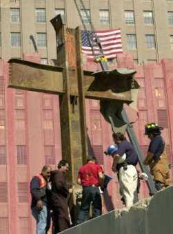 In America, HULITORII CRUCII doresc indepartarea simbolului crestin de la Ground Zero (WTC). Pana la urma se pare ca se va face un muzeu memorial SINCRETIST…