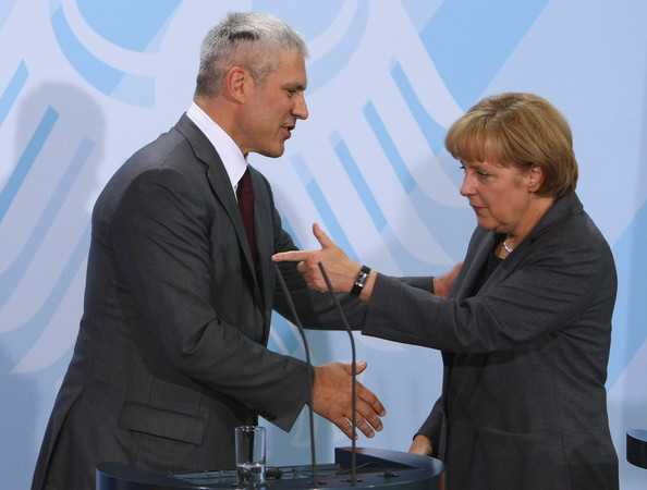 "Angela Merkel la Belgrad: INTRAREA SERBIEI IN UE, CONDITIONATA DE ""NORMALIZAREA"" RELATIILOR CU KOSOVO"