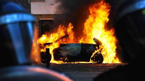 live-revolte-stradale-violente-marea-britanie