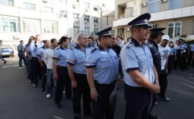 Restructurarile din Politie sunt pe cale SA ARUNCE IN AER IREVERSIBIL SIGURANTA SI ORDINEA PUBLICA. Cine si de ce are interes sa dea mana libera infractorilor tocmai acum?