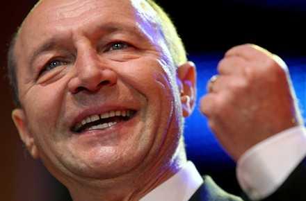 """Basescu, scrasnind din dinti impotriva painii amare a saracilor Romaniei: <i>""""AJUTOARELE SOCIALE TREBUIE <b>RADICAL</b> DIMINUATE!""""</i>"""