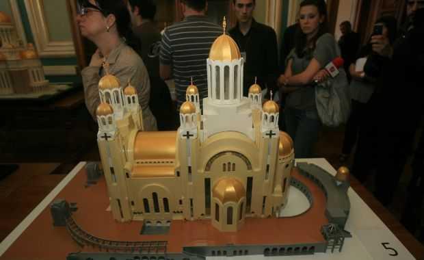 """FUNDATIA SOROS ARE O SINGURA OBSESIE: ORTODOXIA. Dupa ce a """"sondat"""" orele de religie, acum se ocupa de PORTRETUL <i>""""ULTRA-ORTODOXULUI""""</i> si ne anunta ca romanii nu vor Catedrala Mantuirii cu bani de la stat"""