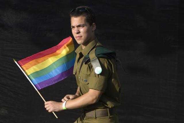 Homosexualitatea a devenit legala in Armata SUA