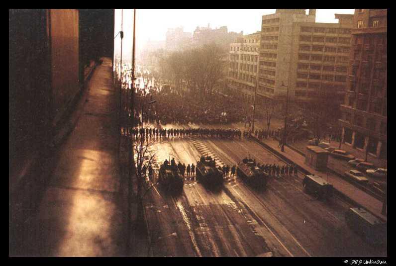 """<i>DECEMBRIE 1989</i>: LOVITURA DE STAT si EUFORIE REVOLUTIONARA, MEGA-DIVERSIUNE TELEVIZUALA LIVE si TERORISM DE STAT. Raportul lui IULIAN VLAD, fostul sef al securitatii, DESPRE INTALNIREA DE LA MALTA. Ceausescu """"condamnat"""" de Gorbaciov? DOCUMENTAR INEDIT DEMASCATOR la TVR: <i>""""Piepturi goale si buzunare pline""""</i> (VIDEO)"""