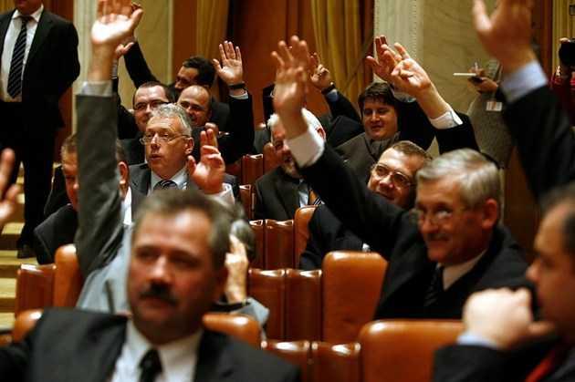 UDMR pluseaza cu un amendament care sa ELIMINE STATUL NATIONAL din Constitutie. MASONUL PRIGOANA SUSTINE IDEEA, FACAND TRIMITERE LA SUE