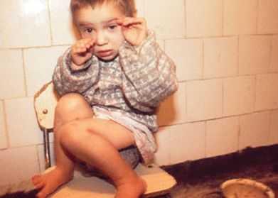 <b>HOMOSEXUALII POT ADOPTA COPII DIN ROMANIA</b>, conform noii legi a ADOPTIEI INTERNATIONALE IMPUSA LA PRESIUNILE SUA! <b>Liber la traficul de copii…</b> :(