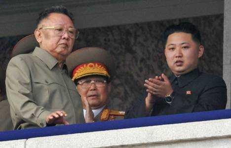 MOARTEA DICTATORULUI KIM JONG-IL (Coreea de Nord): MARILE PUTERI IN ALERTA. Televiziunea de stat transmite imagini cu BOCETE COLECTIVE ALE COREENILOR (video)