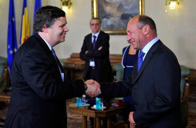"""ROMANIA MAI ARE BANI DOAR PENTRU 4 LUNI! <b>Ilie Serbanescu despre DEMOLATORUL FMI.  Cui a folosit acordul?</b>/ ROMANIA SUSTINE """"PARTAJAREA SUVERANITATII"""" LA SUMMITUL EUROPEAN"""