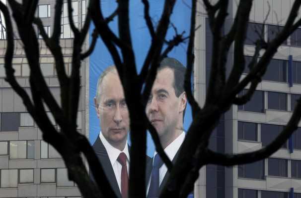 """""""PRIMAVARA ARABA"""" si """"REVOLUTIE FACEBOOK"""" IN IMPERIUL RUSESC? Gorbaciov este implicat in noile jocuri de culise. <b>Divizii de trupe speciale scoase pe strazile Moscovei si ale Sankt Petersburgului</b>"""