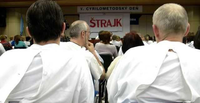 SANATATE NUMAI PENTRU BOGATI, DIN 2012 (VIDEO). <b>In Slovacia, medicii si-au dat demisia in masa, protestand fata de privatizarea spitalelor</b>. CE VOR FACE MEDICII ROMANI?
