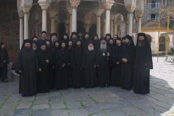 PRIGOANA STARETULUI EFREM: <b>comunicatul oficial al Manastirii Vatopedi si reactii ale mitropolitilor greci</b>. Biserica Ortodoxa Rusa <b>ACUZA SUBSTRATUL POLITIC</b>