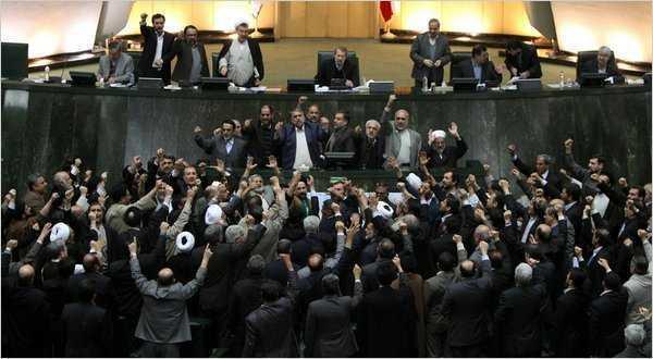 """Iranul ar putea suspenda EXPORTURILE DE PETROL catre UE. Rusia denunta """"DICTATUL"""" sanctiunilor"""
