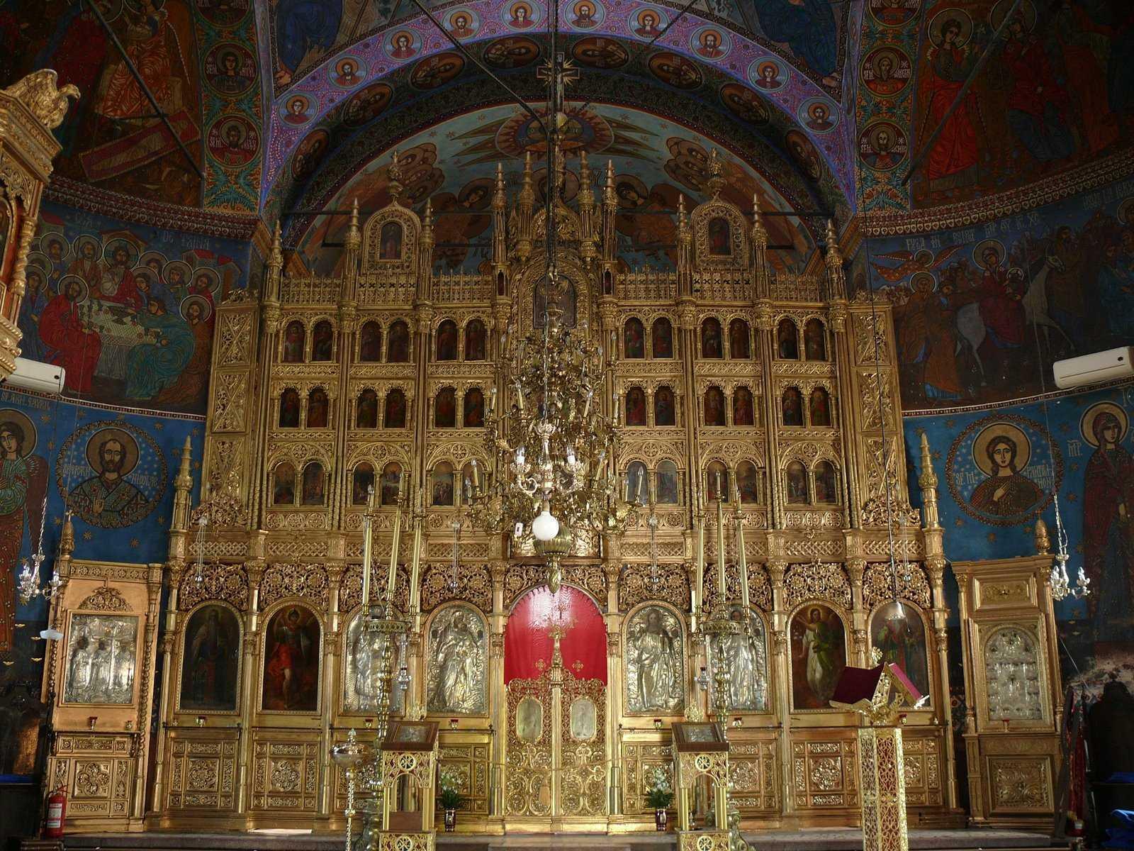 Incendiu puternic la Biserica Sfantul Pantelimon din Bucuresti. TURLA S-A PRABUSIT! (VIDEO)