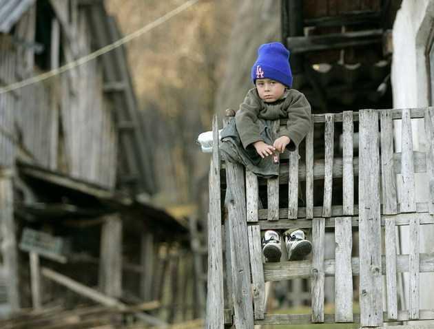 """<b>Prabusirea familiei in Romania</b>: NOU-NASCUTII – LA UN MINIM ISTORIC, CASATORIILE SCAD DRAMATIC. Efectele austeritatii si """"modernizarii"""""""