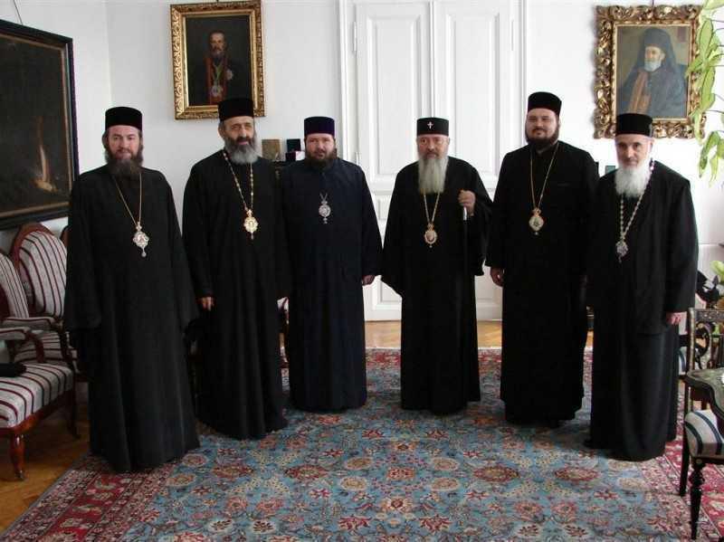 Sinodul Mitropolitan al Mitropoliei Clujului accepta trecerea eparhiei Alba Iuliei la Mitropolia Sibiului, nu si pe cea a eparhiei Oradiei