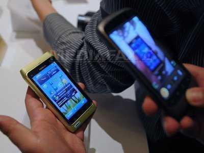 """NE FACE INTERNETUL MAI PROSTI? (dezbatere-Video)/ DEPENDENTA DE NOILE TEHNOLOGII LA ROMÂNI. Tinerii isi verifica de peste 200 de ori dispozitivele mobile!/ CUM SE ASCULTA SI SE LOCALIZEAZA PRIN SMARTPHONE. """"Strumfii"""" folositi de serviciile secrete/ CEJ invalideaza cadrul actual al TRANSFERULUI DE DATE PERSONALE intre UE-SUA"""