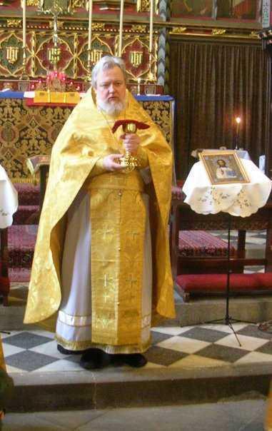 Marea Britanie ANTICRESTINA: o enoriasa a Bisericii Ruse demisioneaza pentru ca i s-a INTERZIS purtarea la gat a crucii