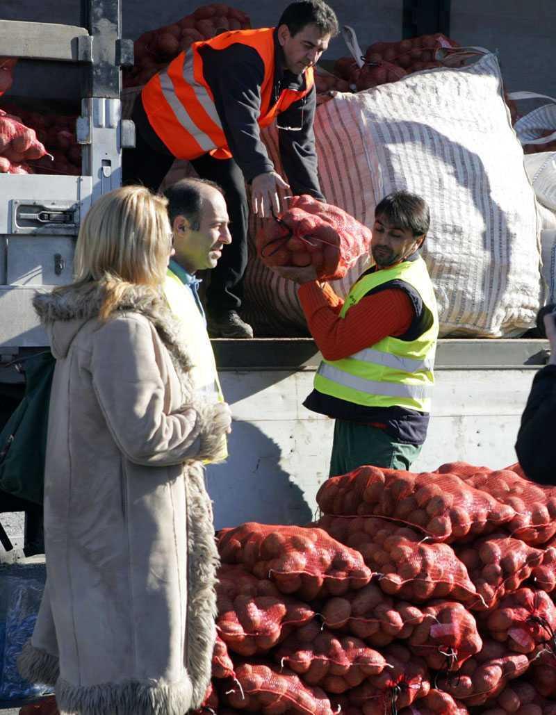 """""""MISCAREA CARTOFULUI"""". Cum se mobilizeaza VOLUNTAR grecii pentru a asigura ALIMENTE IEFTINE: direct de la producator, fara intermediari!"""