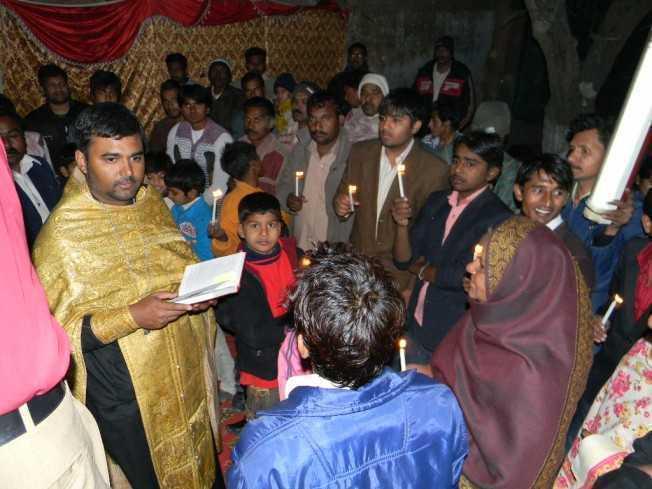 Misiune ortodoxa in PAKISTAN: 174 localnici botezati, doi preoti catolici vor sa se converteasca
