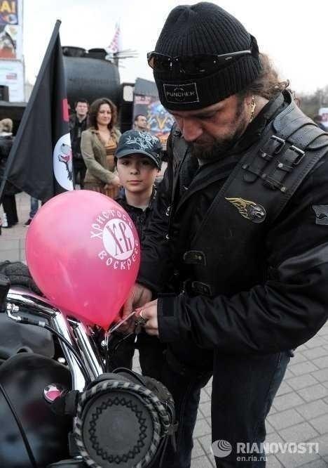 Patriarhul Kirill al Moscovei si a toata… hoarda de motorizati?!