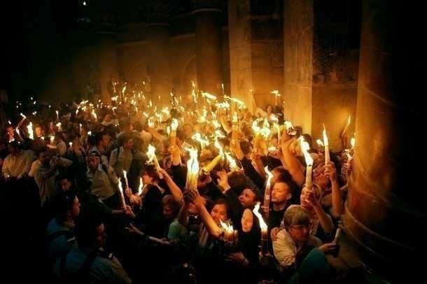 MINUNEA SFINTEI LUMINI DE LA IERUSALIM: marturii, documentare, dovezi (VIDEO)