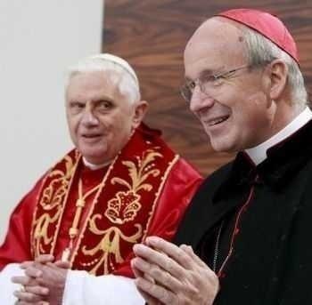 """PRECEDENT? Cardinalul Schonborn al Vienei, impresionat si multumit de """"cucernicia"""" unui HOMOSEXUAL, DESCHIDE USA PAROHIILOR CATOLICE MEMBRILOR GAY"""