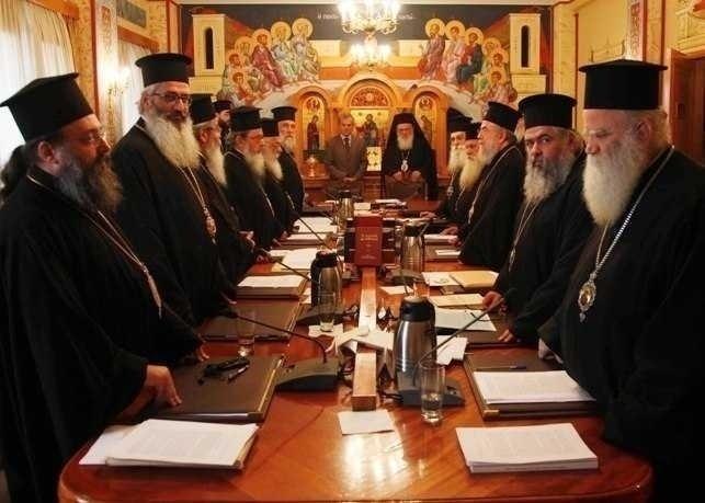 Ierarhii Bisericii Greciei despre tragicul caz al sinuciderii unui batran in piata publica a Atenei. <i>DEZNADEJDEA GRECILOR NE SPERIE</i>